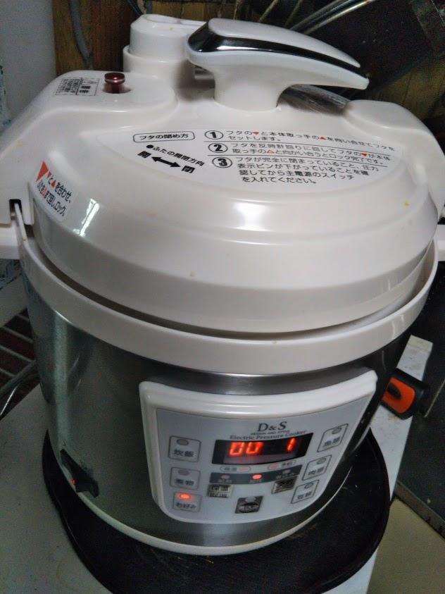使いやすくシンプルな小型電気圧力鍋